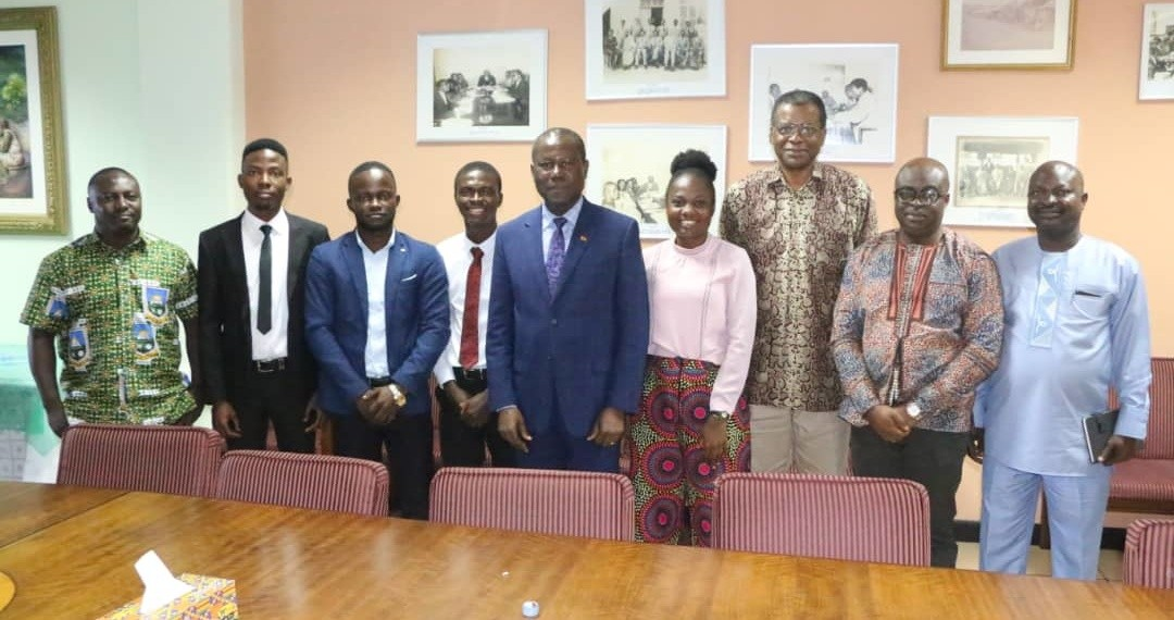 Joseph Boahen Aidoo {middle}, CEO of COCOBOD, in a group picture with officials from COCOBOD